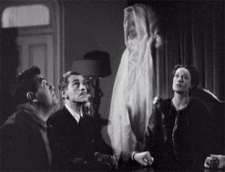 A seance conducted by Blanche Walters (Anne Revere)