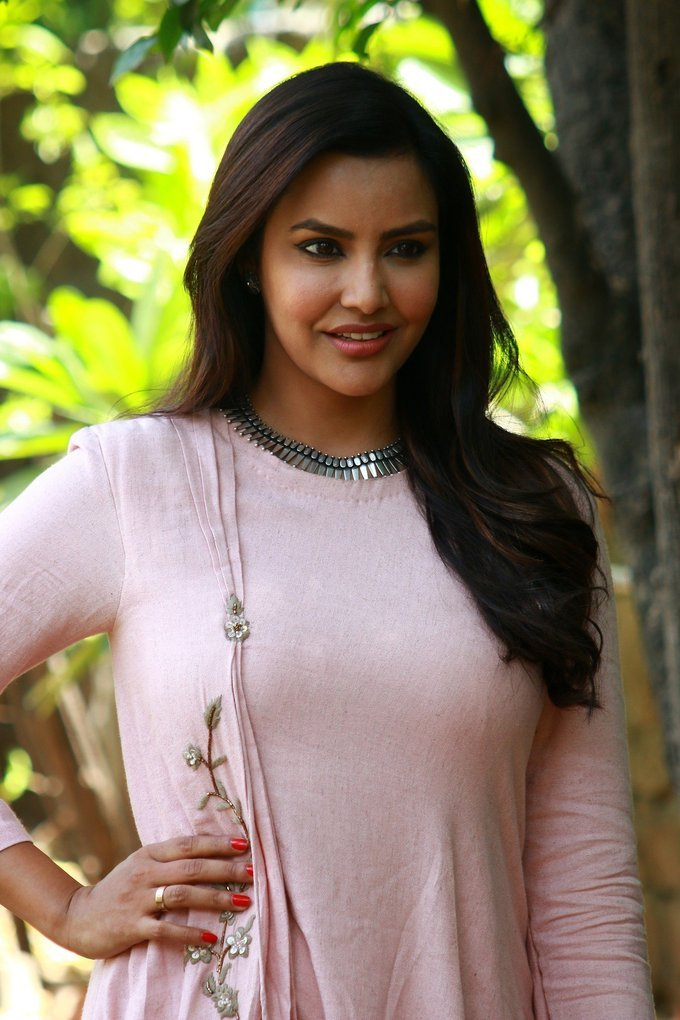 Priya Anand At Kootathil Oruthan Movie Interview In Pink Dress