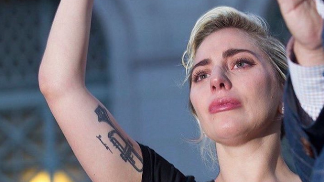 Lady Gaga rompe en llanto en medio de vigilia en honor a las víctimas de la masacre en Orlando (VIDEO)