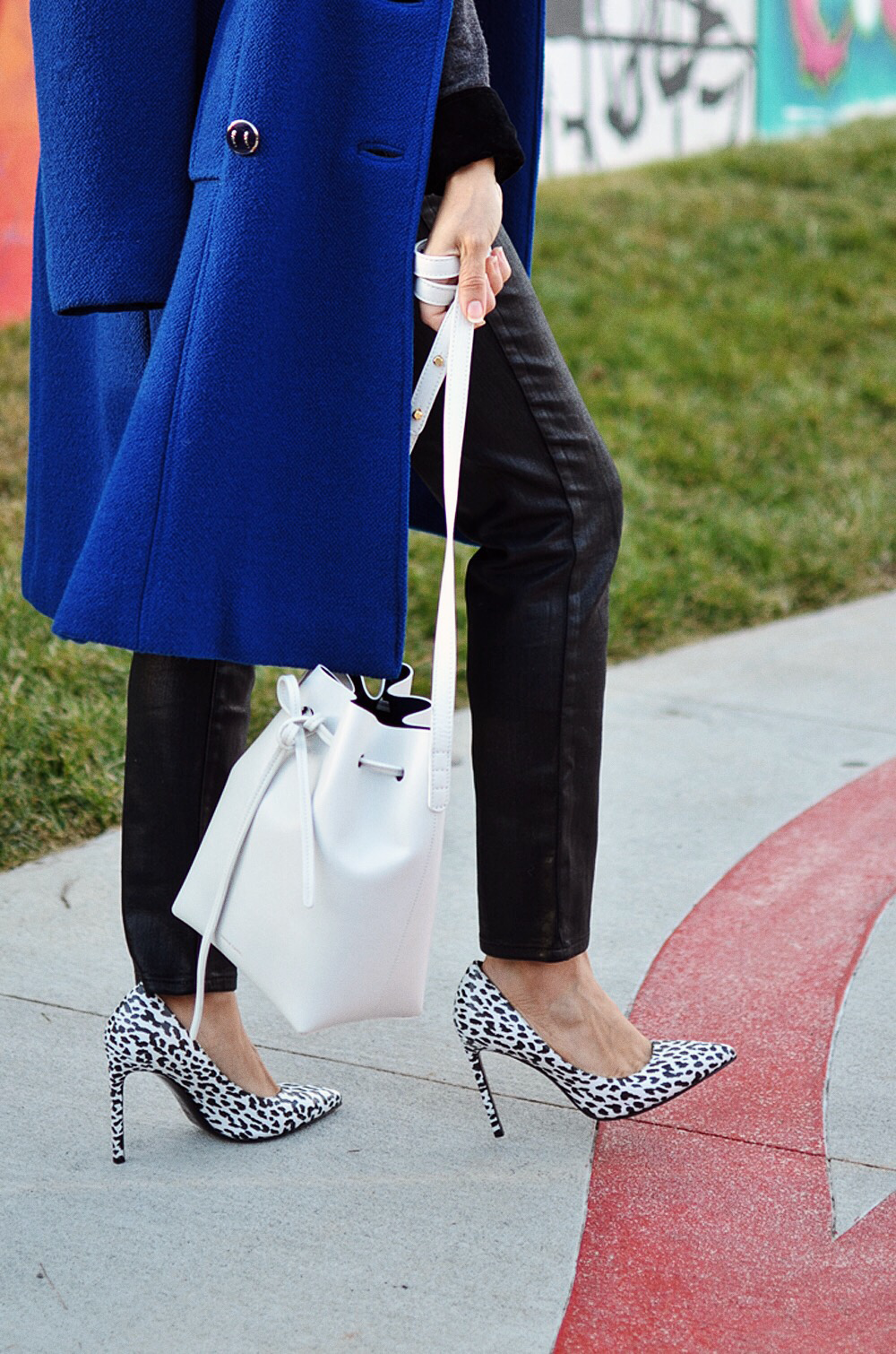 White leopard print street style