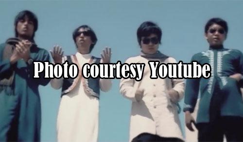 """TAUBAT : Salah satu adegan dalam video klip grup musik Wali Band """"Taubat"""" yang liriknya sungguh dalam dan indah lagunya.  Photo courtesy Youtube"""