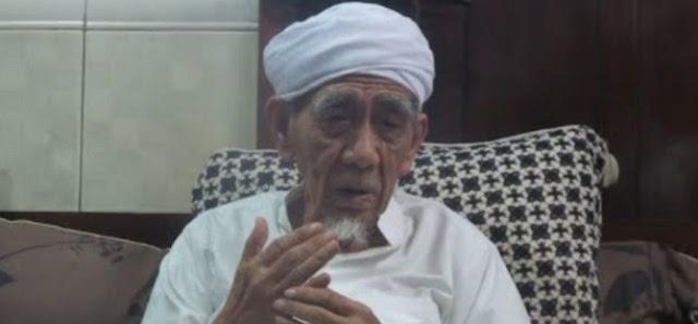 Kiai Maimoen Zubair: Mereka Mengaku Membela Islam, Tapi Kolaborasi dengan Teroris