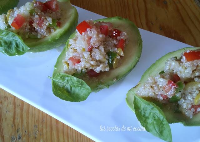 Ensalada de quinoa con aguacate y verduras