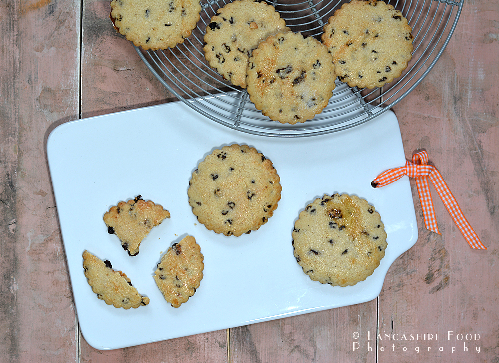 Easter spiced currant biscuits