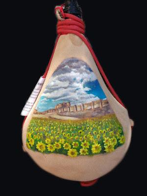 Bota pintada con castillo de Berlanga y campo de girasoles