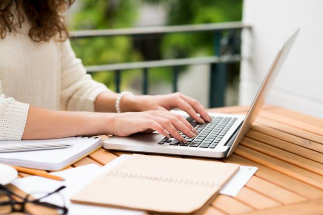 Berkerja di media online maupun media cetak pasti selalu berhadapan dengan 'deadline'. Tenggat waktu yang sudah ditentukan membuat kita merasa frustasi saat deadline semakin dekat, tapi kita belum menulis apa-apa.