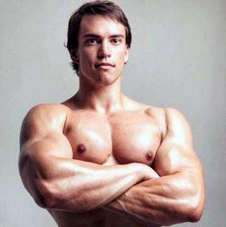 Jovem tem a mesma aparencia que Arnold Schwarzenegger