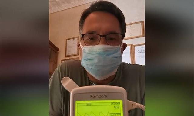 Το πείραμα που καταρρίπτει τον φόβο της μάσκας - Γιατρός φοράει 7 μάσκες και μετράει το οξυγόνο του (βίντεο)