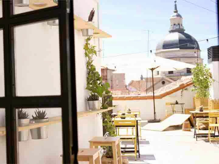 Terraza hoste The Hat por Retales de Madrid