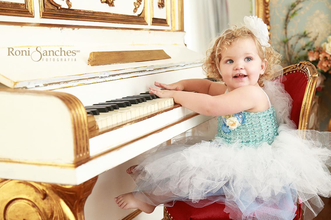Book Bebê menina piano