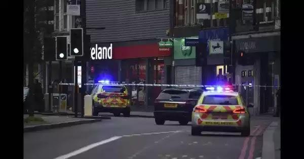 Επίθεση στο Λονδίνο: Ο 19χρονος δράστης ενθάρρυνε την κοπέλα του να αποκεφαλίσει τους γονείς της