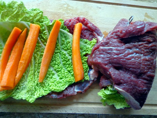 top each steak with Savoy cabbage leaf and carrot sticks