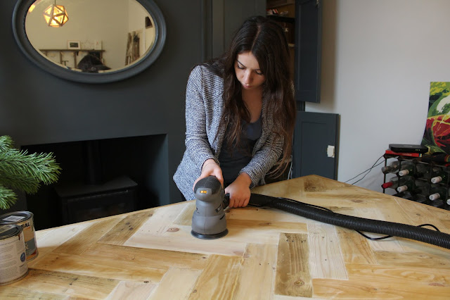 DIY Dining Table with Pallets