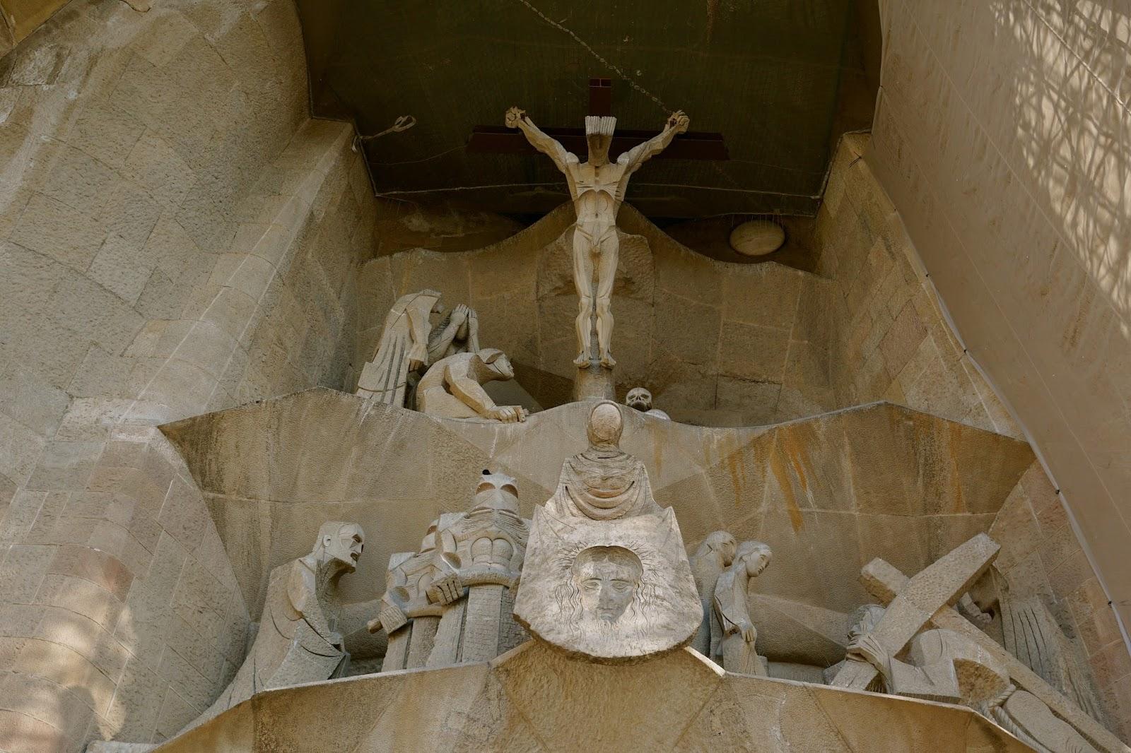 サグラダ・ファミリア (Sagrada Familia) 磔にされたキリストの彫刻