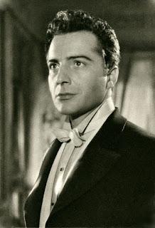 Rossano Brazzi in a publicity shot from a 1952 Italian magazine