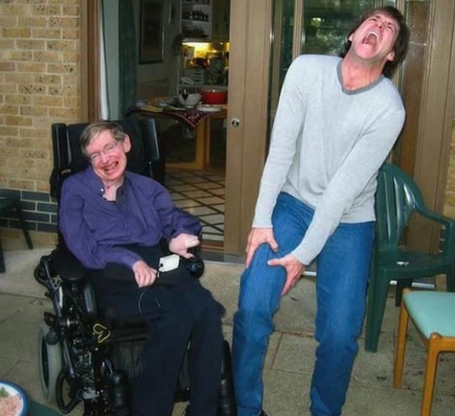 Actores muestran postales con Stephen Hawking| FOTOS