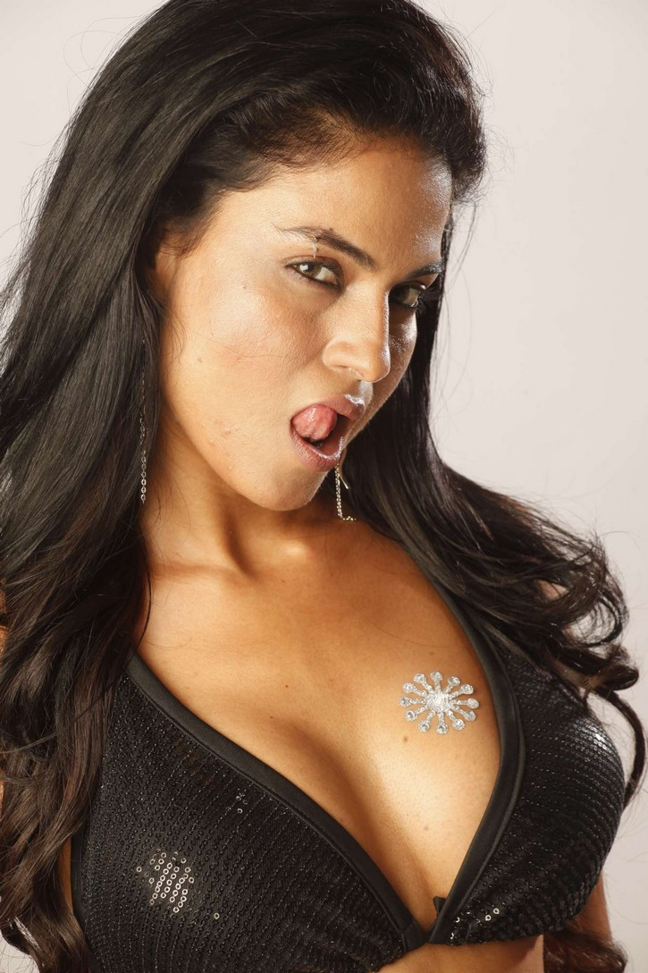 Veena Malik Latest Hot Cleavage Photos - Bollywood News -9066