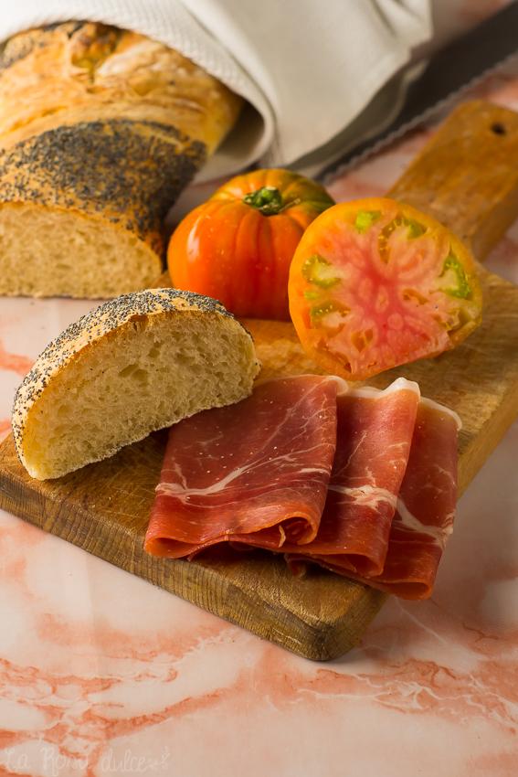 Pan sin  amasado con semillas de amapola de Iván Yarza