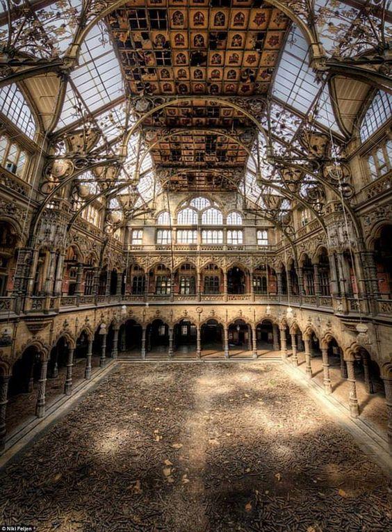 Matin lumineux ancienne chambre de commerce anvers belgique for Chambre de commerce de