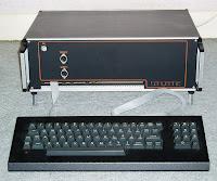 Imagen de Microtan 2 de Tangerine Computer Systems. Imagen de Liftarn cc:by-sa, fuente wikipedia