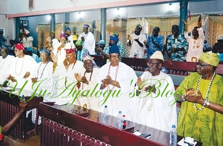 Ibadan Crowns 32 New Obas As Gov. Ajimobi Presents Letter of Conferment To Ladoja, 31 Others ... See List of The New Kings
