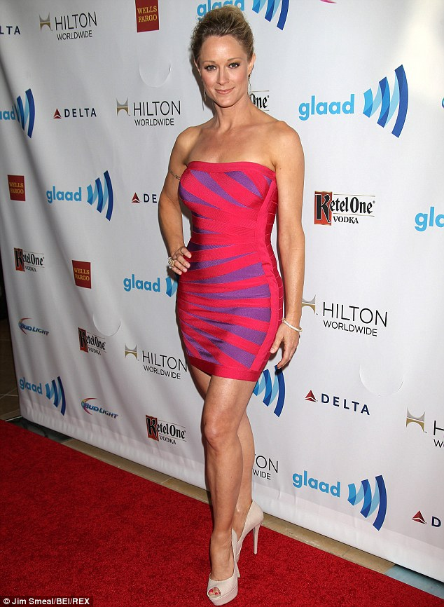 Hot Images: Teri Polo Hot and Sexy Wallpapers