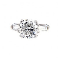 Engagement Rings for Women: What's Trending & What's Not?