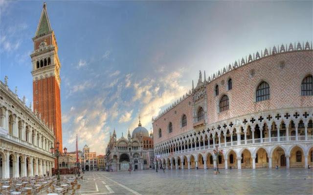 Piazza San Marcos em Veneza na Itália
