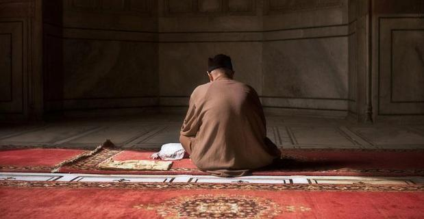 Cara Mengerjakan Shalat dan Doa Taubat Nasuha Lengkap dalam Bahasa Arab dan Latin