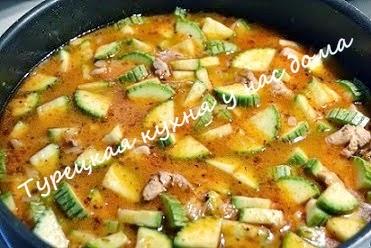 Турецкое второе блюдо из кабачков с курицей
