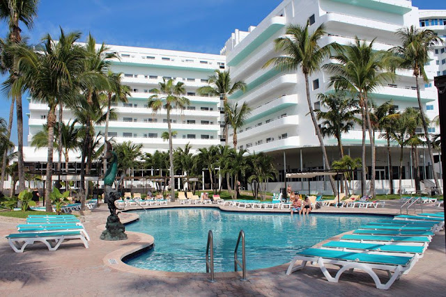 The Hotel Riu Plaza Miami Beach is your urban hotel in Miami Beach. Make a reservation on travelhoteltours.com. Best price guaranteed.