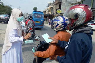 Antisipasi Ispa Akibat Abu Sinabung, Petugas Medis Aceh Utara Bagikan Masker