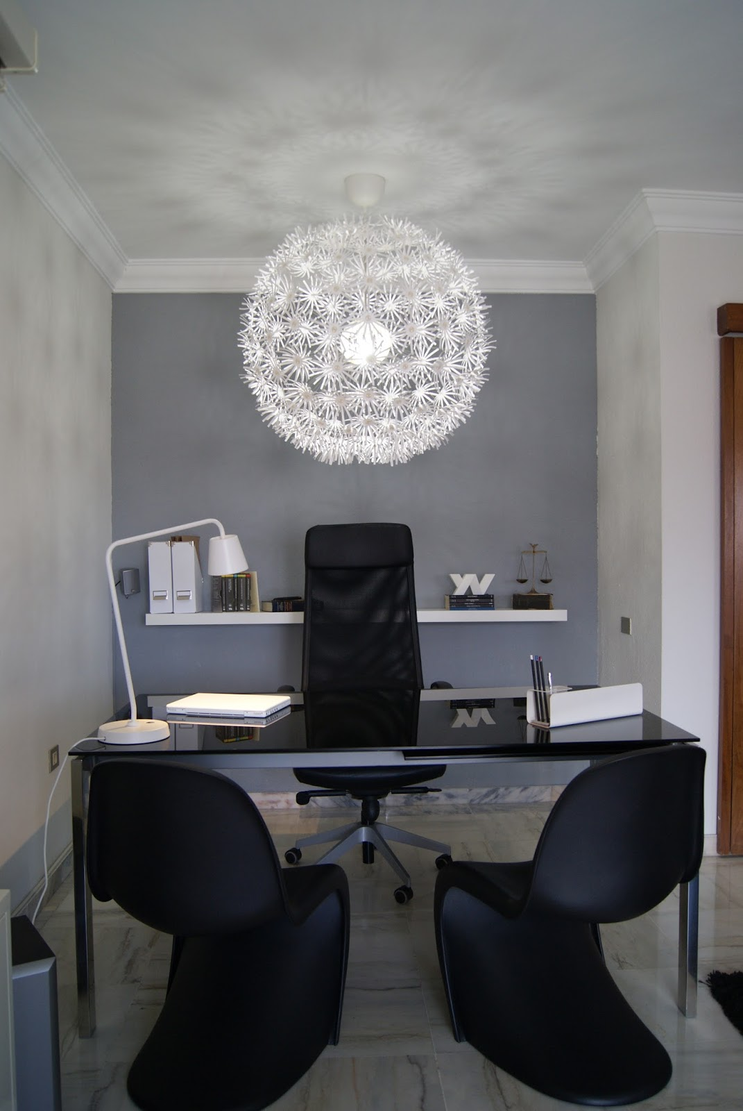 Decoraci n inexperta trabajar en casa oficina para atender al p blico en un sal n - Decorar despacho profesional ...