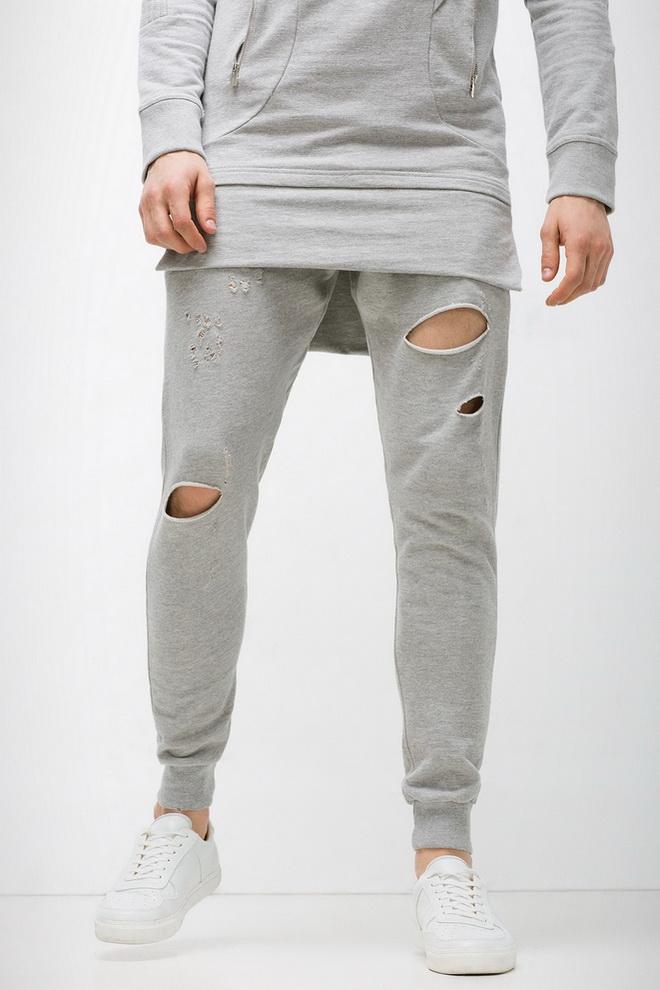 Спортивные штаны дырка