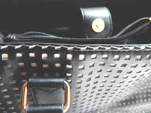 leather bag interior with zipper and clip