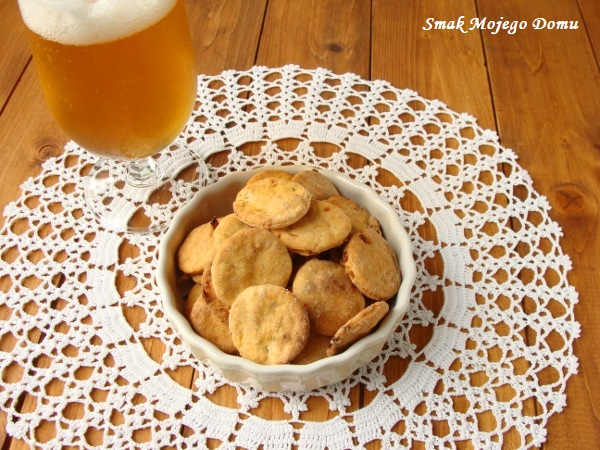Ciasteczka paprykowo - cebulowe, do piwa