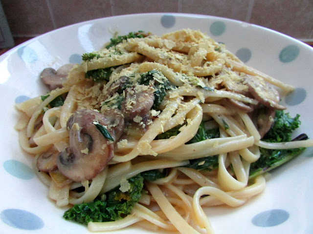 Today I'm sharing the recipe for my vegan kale and mushroom carbonara - it's quick and easy to make and so makes for the perfect mid-week dinner.