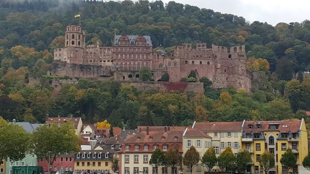 Visual enquanto atravessa o Caminho dos Filósofos, e, Heidelberg, Alemanha