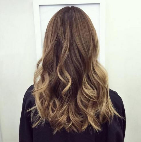 Se trata de una cobarde forma de actualizar tu color de pelo castaño. O, en realidad, puede tomar cualquier color como su color base.