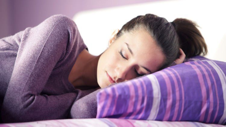 posisi-tidur-saat-maag-kambuh