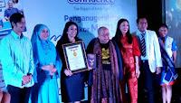 Confidence Meraih Penghargaan Rekor MURI