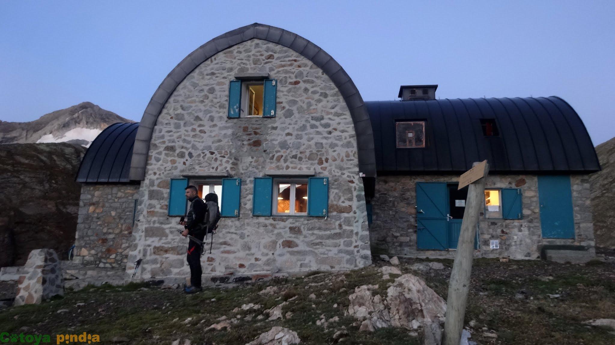 Refugio de Bayssellance, en la ruta al Pico Vignemale, el más alto de los Pirineos franceses.