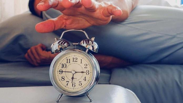 Svegliarsi la mattina prima della sveglia