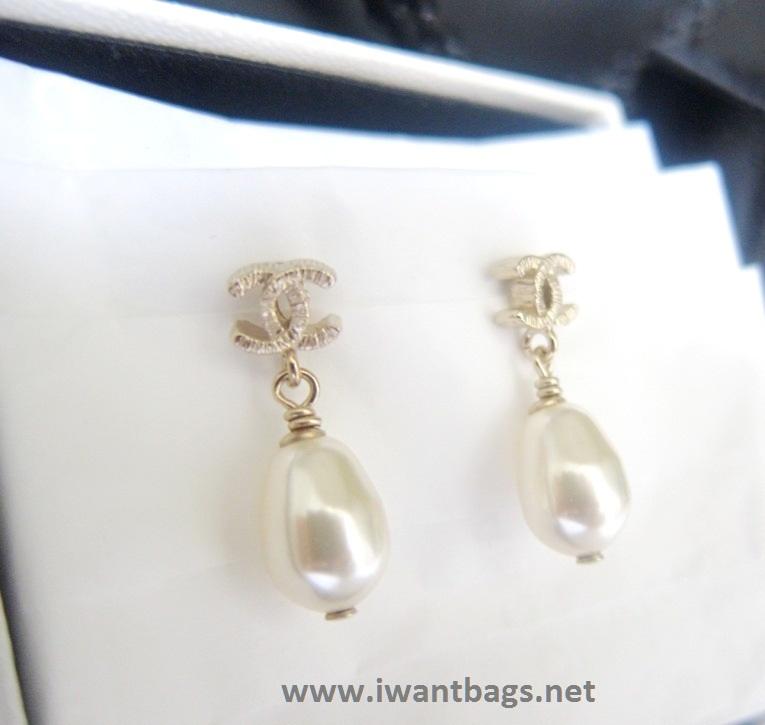 Chanel Pearl Earrings & Necklace Set