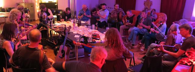 Sizeable Irish Session #VisualFutureOfMusic #WorldMusicInstrumentsAndTheory