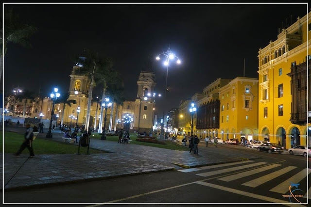 Plaza de Armas de Lima à noite