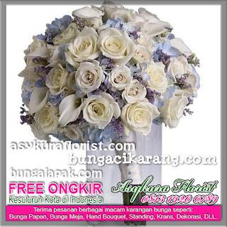 Kami menjual bunga rangkaian di untuk Keluar Daerah dengan gratis biaya ongkos kirim. Toko Bunga Asykura Florist Menjual berbagai macam Bunga Segar, Bunga Papan, Bunga Ucapan, Bunga Wedding, Bunga Ulang tahun, Bunga Duka Cita, Bunga Bela Sungkawa, Bunga Peresmian, Bunga Valentine, Bunga Buket, Bunga Meja, Bunga Pengantin dan Dekorasi.