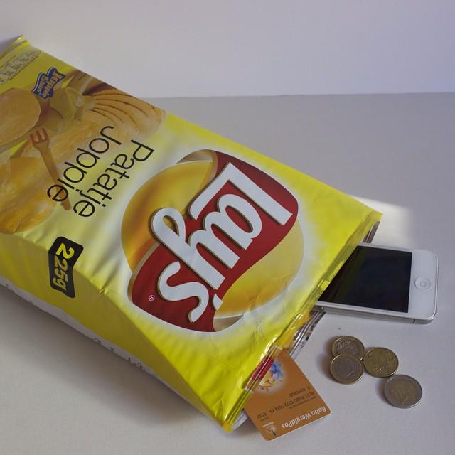 bolsas diferentes e criativas, em formato de doce, foto bolsa pacote de batata frita