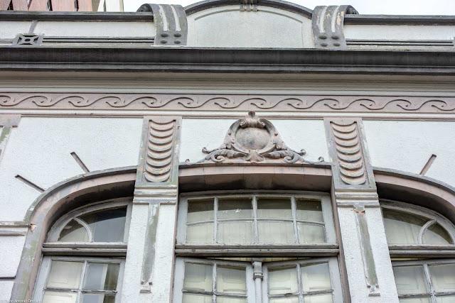 Lourenço Pinto 222 - Unidade de Interesse de Preservação - detalhe da janela com medalhão