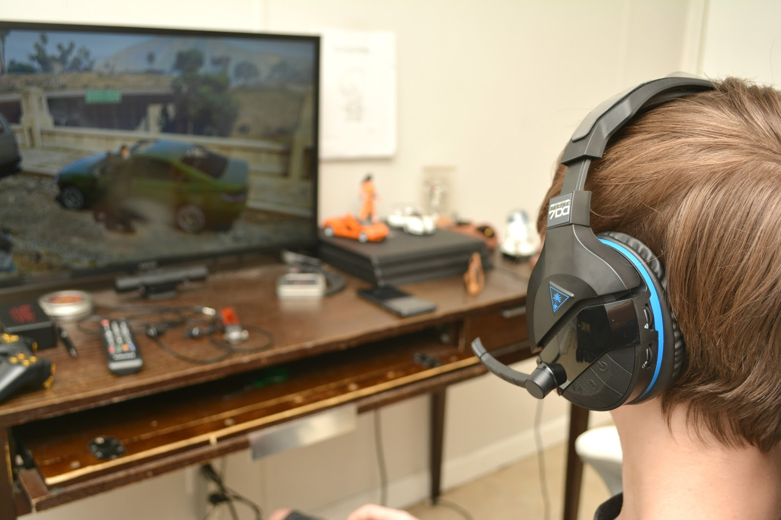 c1c4ba39d4a ... gaming headsets in the past, you know that one with immersive surround  sound can easy run you $200 and up, which is why the Turtle Beach Stealth  700 ...